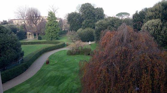Four Seasons Hotel Firenze: Vue sur le parc depuis la suite