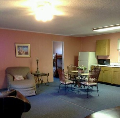 Marblehead, OH: King bed in bedroom 1; twin & bunk bed in bedroom #2.  Across from pool