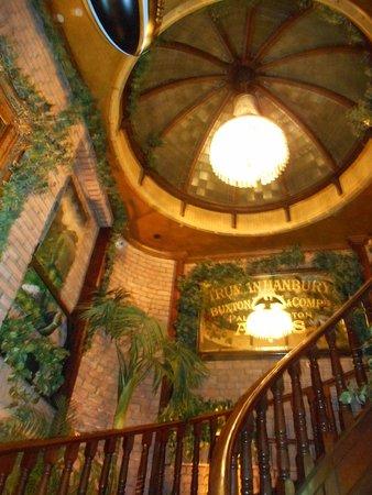 The Front Door Sonny's Bar and Restaurant : escalier