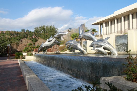 New Capitol Building: Sculpture in the newer Capital building garden