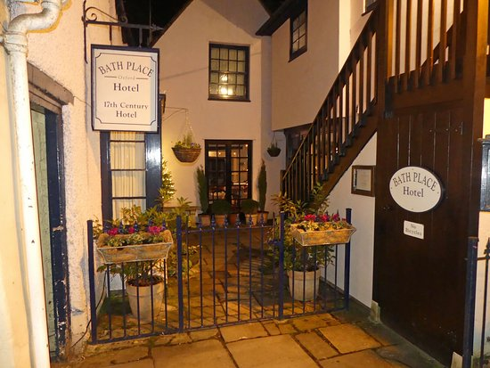 Bath Place Hotel: This is the place. Hotel on the right, Tavern on the left