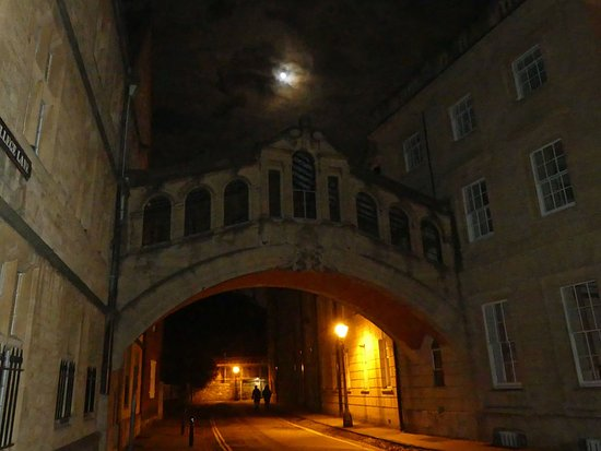 Bath Place Hotel: Bridge of Sighs is just down the road (5 min walk)