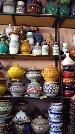 Rabat-Sale-Zemmour-Zaer Region, Marokko: Very fine details. This shop also had a lot of songbirds chirping away.