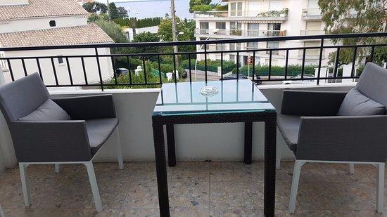 La Villa : Un triste balcon