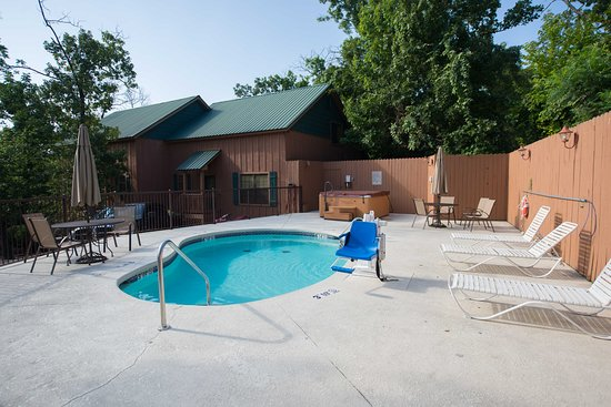 Pool - Picture of Cabins at Green Mountain, Branson - Tripadvisor