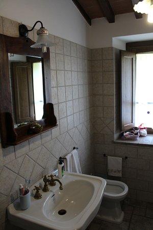 il camino in cucina - Picture of La Fattoria dei Montanari, Todi ...