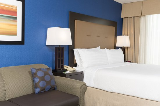 Holiday Inn Chicago Elk Grove: New guest rooms offer the comfort you expect with a fresh twist!