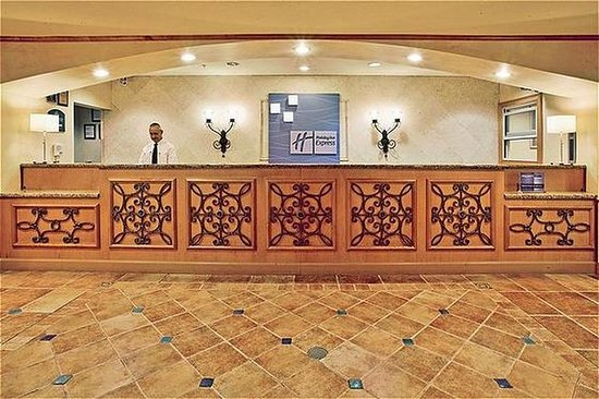 Holiday Inn Express Hotel and Suites Orlando-Lake Buena Vista South: Front Desk