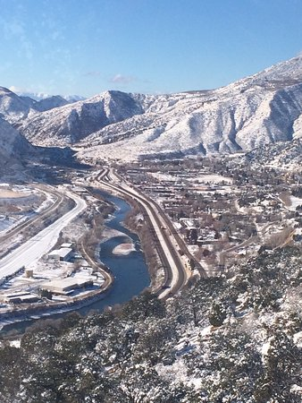 Hampton Inn Glenwood Springs: This is just one side of the town