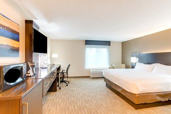 Holiday Inn Express & Suites Bethlehem: 1 King Bed Room