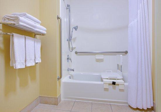 Oakdale, CA: Guest Bathroom