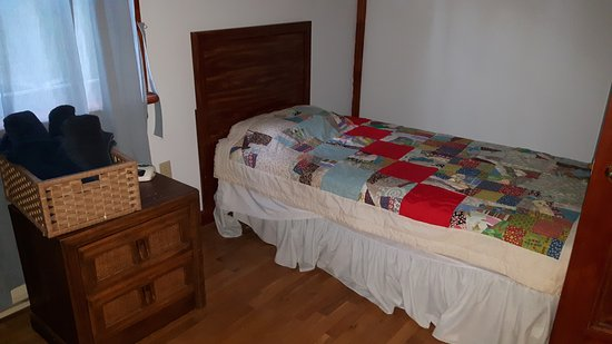 Stratford, Canada: Upstairs bedroom had a twin and a double bed