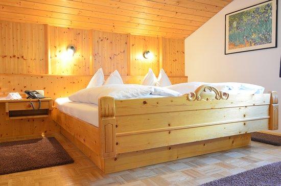"""Panoramagasthof Kristberg: Doppelzimmer """"am ruhigsten Plätzchen des Hauses"""" (Zimmer 229)"""