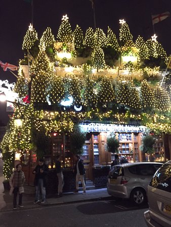 the churchill arms pub covered with christmas decorations beautiful - London Christmas Decorations