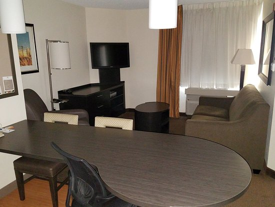 Candlewood Suites - Des Moines: Relax & enjoy the spacious one bedroom suite!