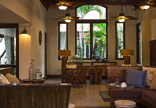 Renaissance St. Croix Carambola Beach Resort & Spa: Lobby & Front Desk