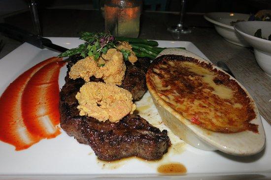 Long Beach, MS: Steak with seafood au gratin