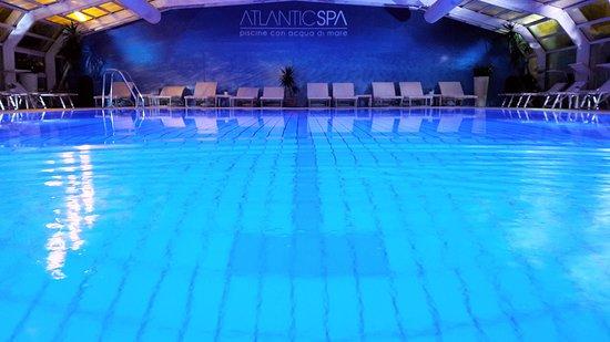 Atlantic Hotel Riccione: Piscina coperta con autentica acqua marina a 30°