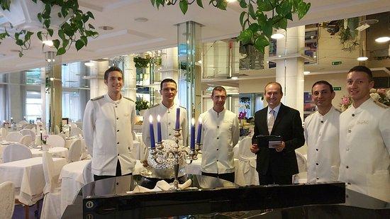Atlantic Hotel Riccione: Lo staff del nostro ristorante, il Green