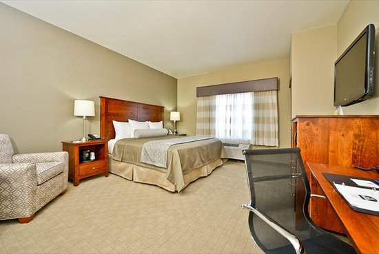 Beau Best Western Plus Green Mill Village Hotel U0026 Suites: King Rooms Feature  Amish Made Furniture