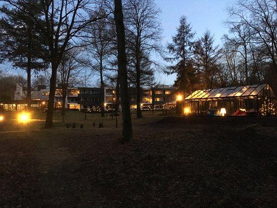 Wolfheze, Pays-Bas : Achterkant hotel met een heerlijke ''chill'' kas.