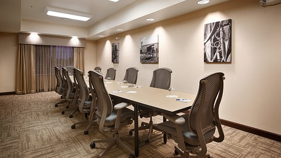 Arcola, IL: Our board room is available for your small meeting needs