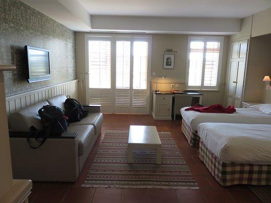 Monestier, France: Spacious, bright room