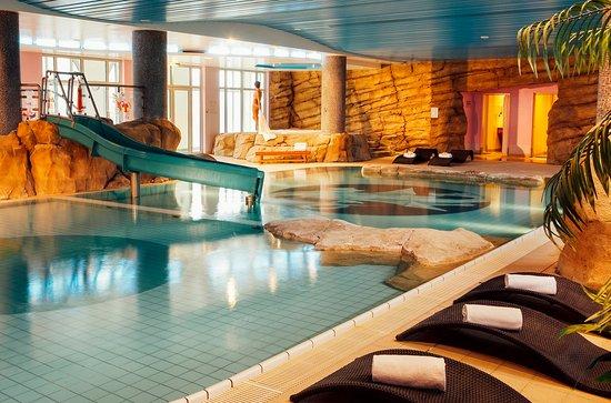 Piscine picture of vienna house dream castle paris for Hotel piscine paris