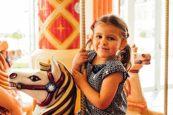 Magny-le-Hongre, Prancis: Carrousel de chevaux