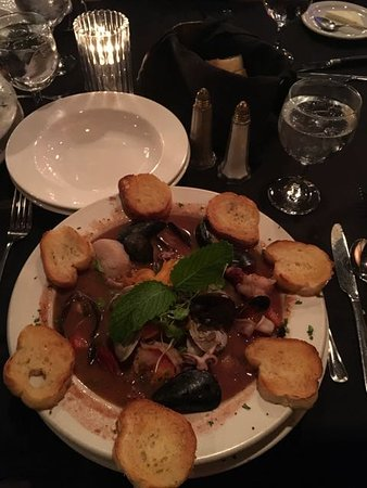 Carlos Bistro: Copping lots of seafood, large ships and scallops, great flavor