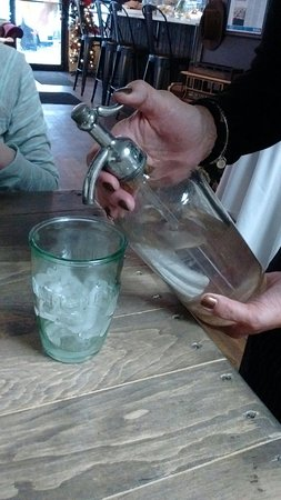 Oceanside, NY: Seltzer served the old-fashioned way