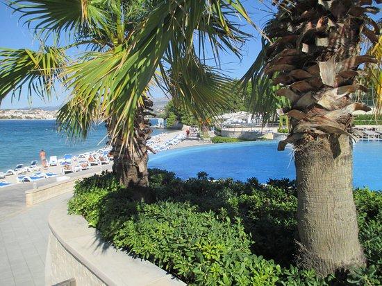 Le Meridien Lav Split: Pool and beach area