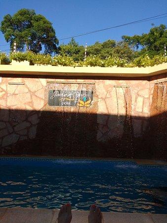 Hotel Jardin de Iguazu: La pileta está siempre limpia. En recepción entregan toallas