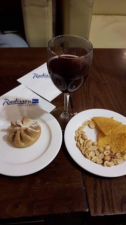 Radisson Blu Hotel, Athlone: Christmas Eve afternoon tea (mulled wine + minced pie + nibbles)