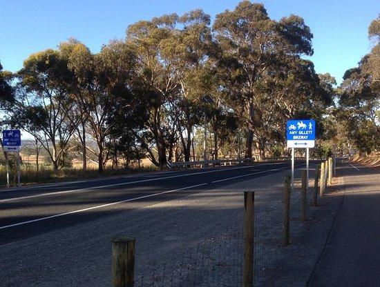 Oakbank, Australia: Main Road crossing