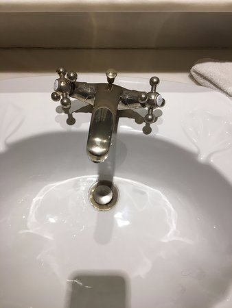 Killarney Royal: Faucets that leak and can be turned sideways!