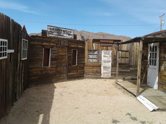 Chloride, AZ: Regular Gunfights staged at high noon