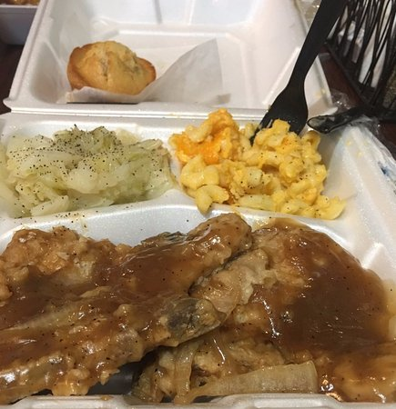 Hinesville, GA: Smothered pork chops, cabbage, mac n cheese, corn bread muffin,