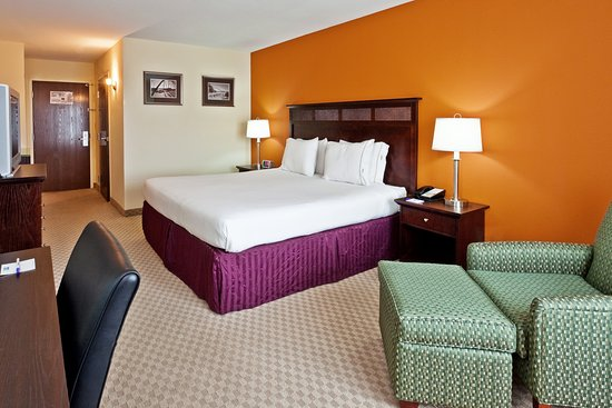King Bed at Holiday Inn Express & Suites Chattanooga-Hixson