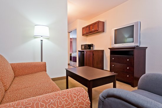 King Suite at Holiday Inn Express & Suites Chattanooga-Hixson
