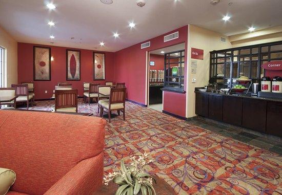 El Centro, CA: Breakfast Dining Area