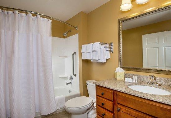 Clinton, MD: Guest Bathroom