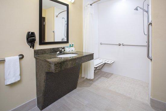 Pauls Valley, OK: Guest Bathroom
