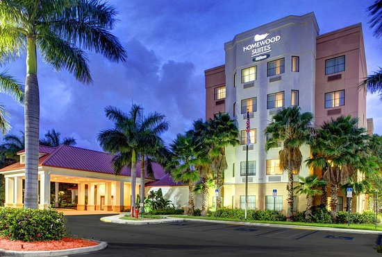 Homewood Suites West Palm Beach: Exterior Night