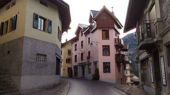 Le Sepey, Switzerland: Street next to the hotel