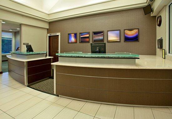 Residence Inn Baltimore Hunt Valley: Front Desk