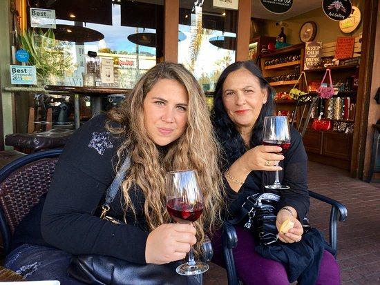 Wine A Bit Coronado: Tomar vino...