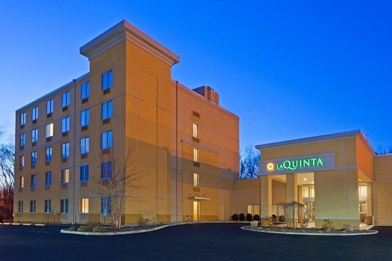 La Quinta Inn & Suites Danbury: Exterior