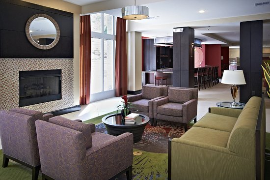 Holiday Inn Birmingham-Hoover : Bar and Lounge
