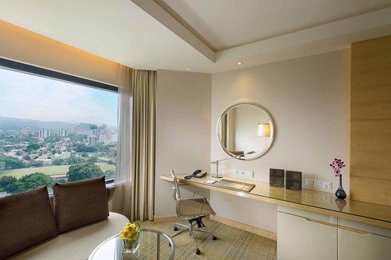 DoubleTree by Hilton Kuala Lumpur: Guestroom Working Desk